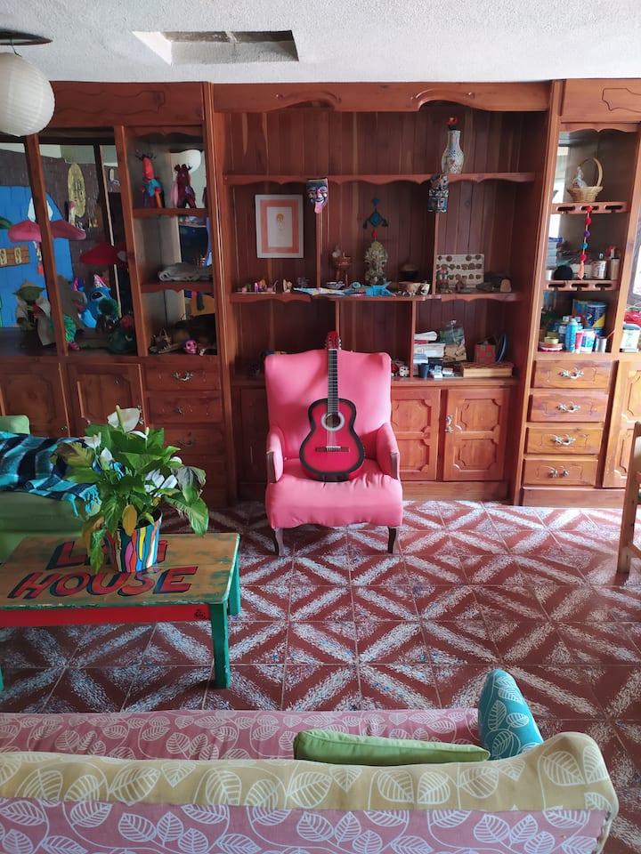 Lipi House Hostal