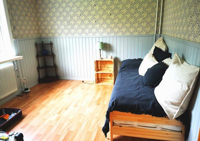 Schlafzimmer 3 Dieses Bett kann in einem Handgriff zu 2 Einzelbetten umgebaut werden