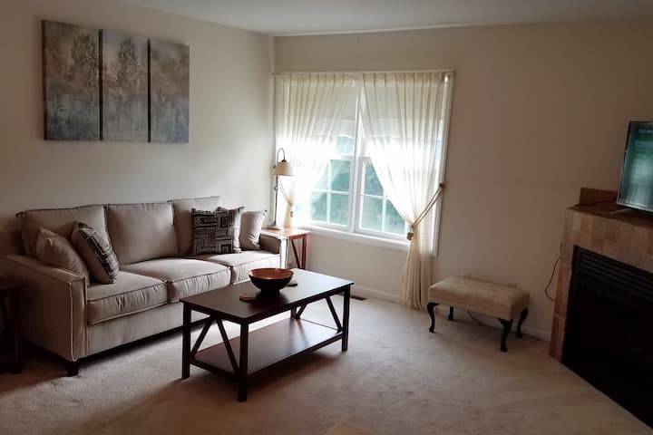 Private, peaceful stay in Goshen, w/country views.