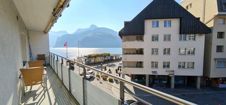 37 Min. von Luzern - Apartment am See in Brunnen