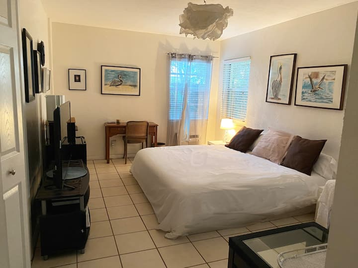 Private room/Bathroom 3 mins walk to the beach