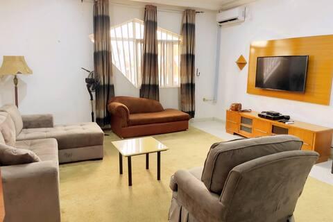 Abuja -Posh Penthouse with Jacuzzi,Wifi,24/7 Power