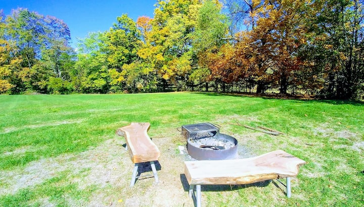 Cozy Country Home near LH and Penn State! Big Yard