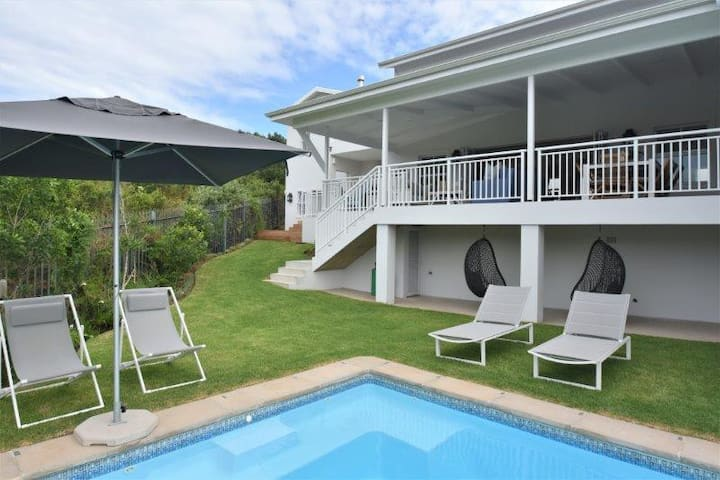 Gorgeous 6 bedroom Villa with swimming pool