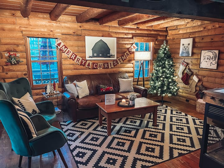 Cozy Pines | CHRISTMAS decor, Secluded, Hot Tub