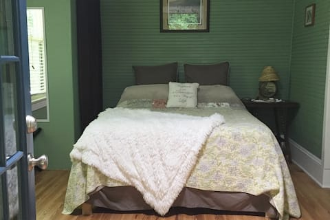 Suite in historic Farm House in Fines Creek NC