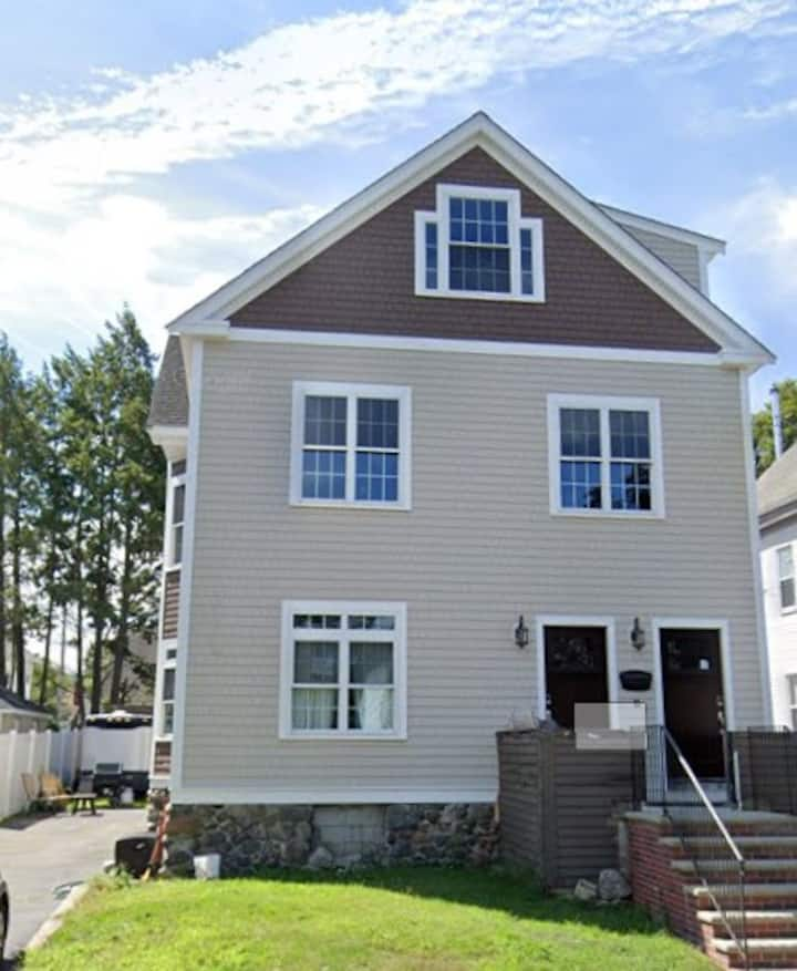 Couples Retreat - Charming Colonial Home