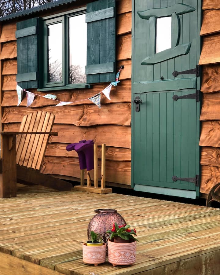 Shepherds Hut 'the Shire' - Pentref Luxury Camping