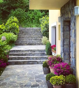 The main entrance to the house#Glavni ulaz u kuću za odmor