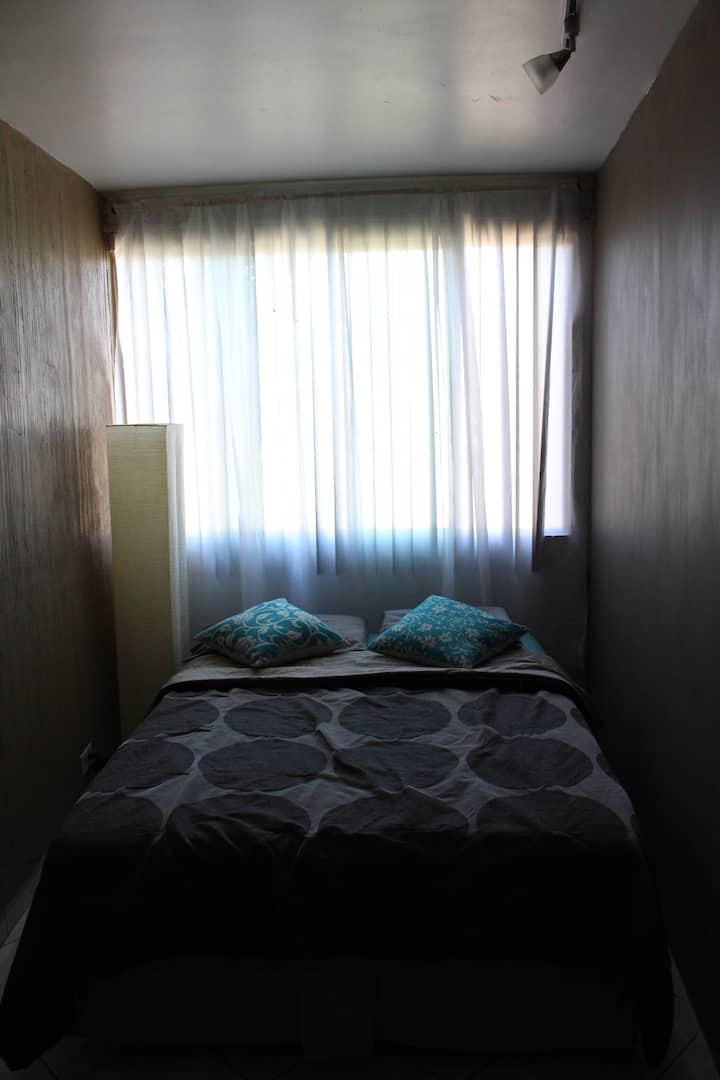Habitación # 1 comoda, chica, fresca, céntrica.
