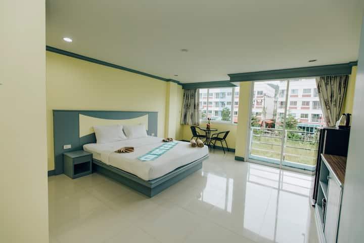 B43营业中 东八巷 新房促销  包月优惠 芭东海滩 超大阳台大床房 设施便利 环境舒适 长租首选