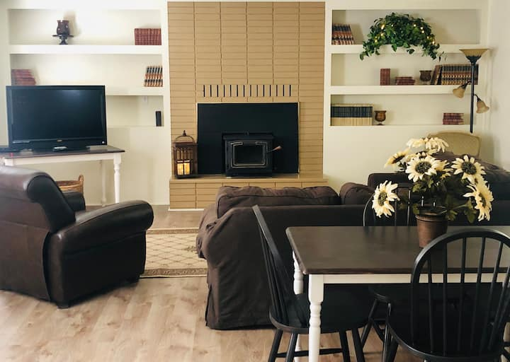 Diggles Diggs—Updated Vintage Home in Etna