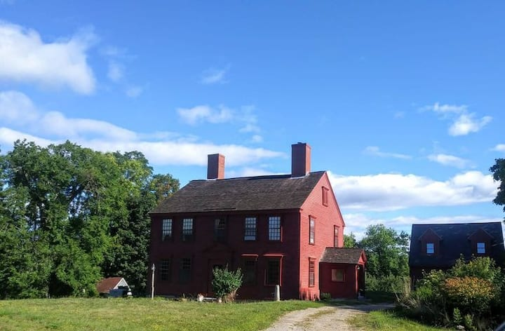 Blessed Acres Historic Farmhouse on  Eastern River