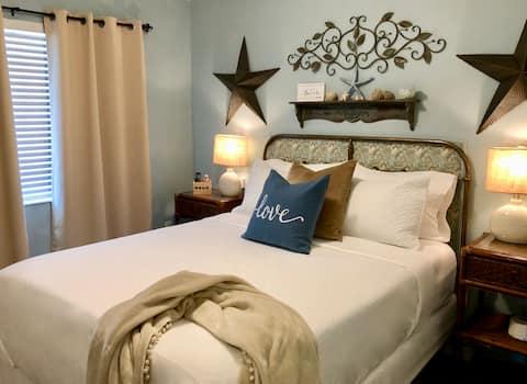 Lovely Rebecca Room in shared home near Beach!
