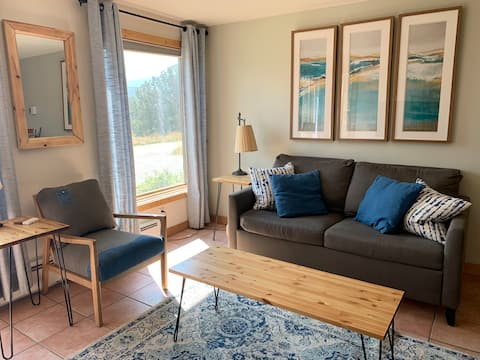 Private Apartment. Close to Town, Skiing & Hiking!