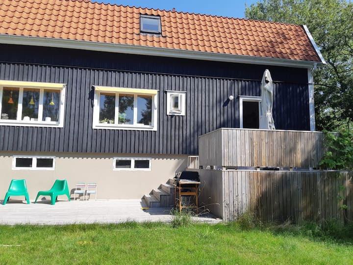 Nice two room flat 15 minutes from Stockholm C .