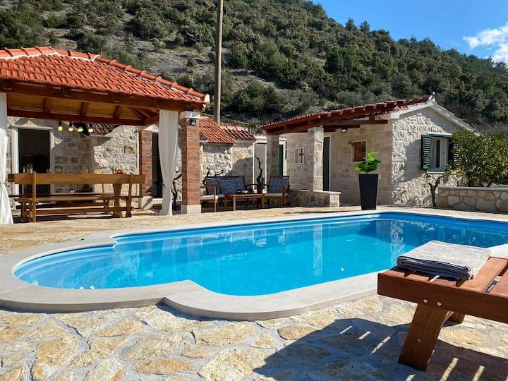"Holiday house with pool ""Dunoj"""