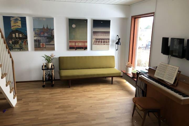 Lounge area, ground floor.