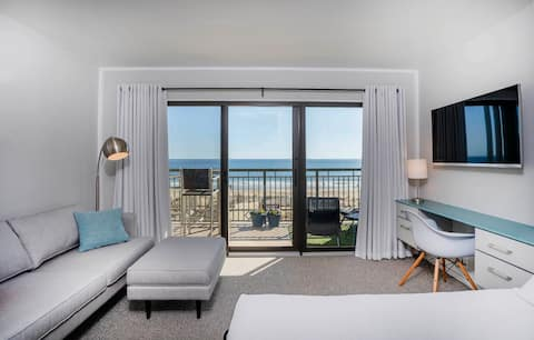 Sunrise Studio - Renovated Ocean Front Boardwalk