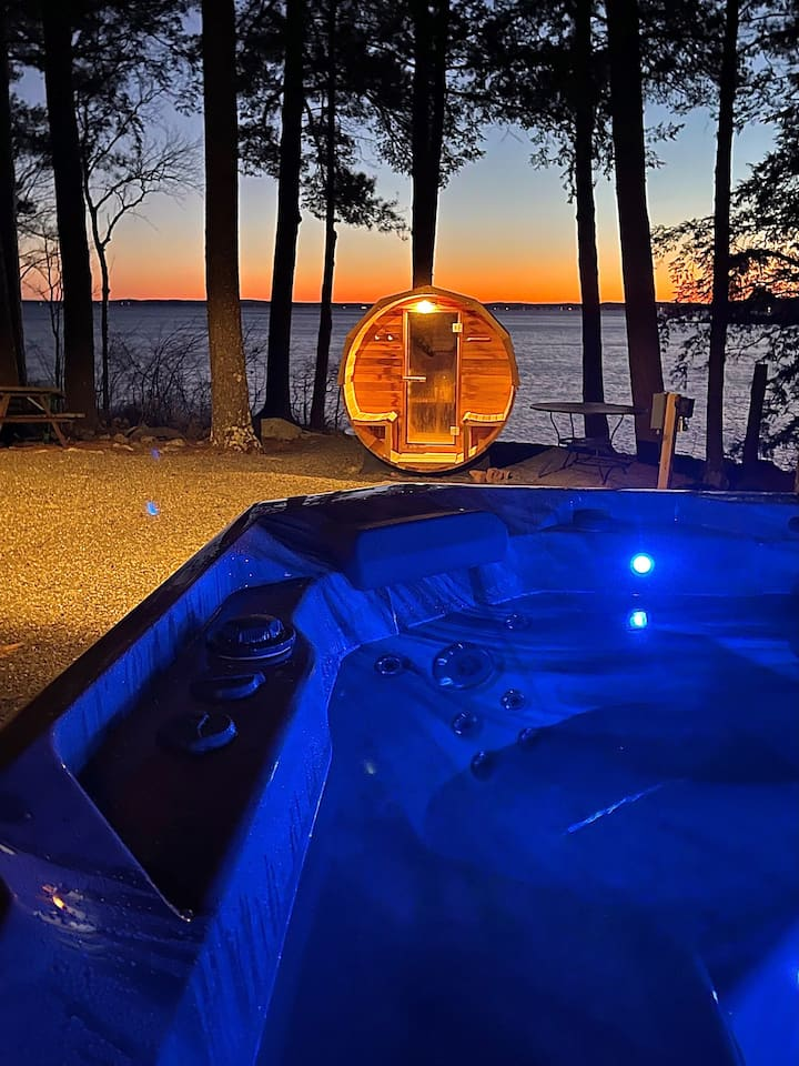 Point Sebago Resort - Island Lodge