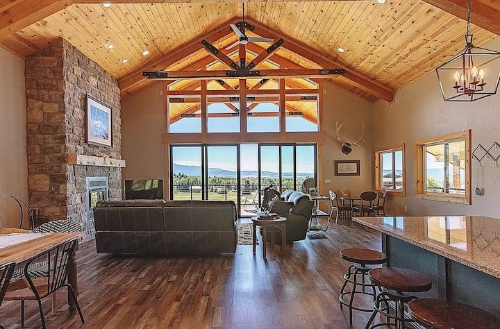 Canyon Pines Retreat - Deck & Hot tub
