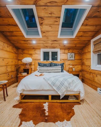 The cozy bedroom nook with Queen bed in the Cottage.