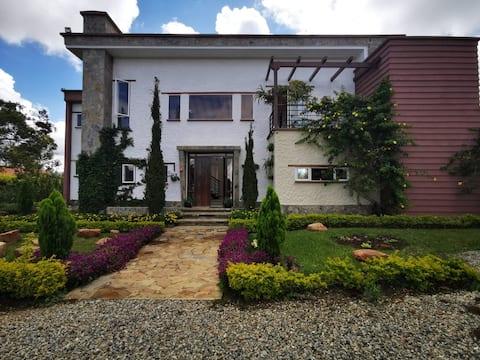 Maison DE CAMPAGNE MODERNE avec vue sur LE LAC
