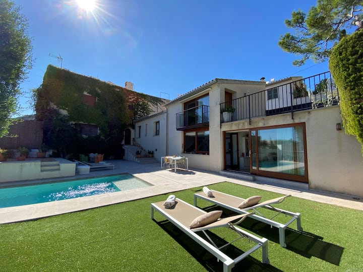 Villa in uptown Pollensa with amazing views & pool