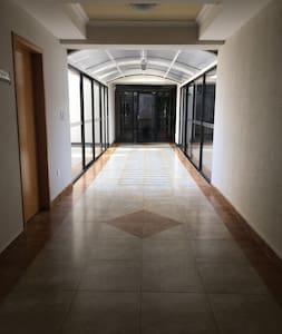 Широк коридор