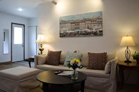 Redmond Guest Suite - Spacious and Clean