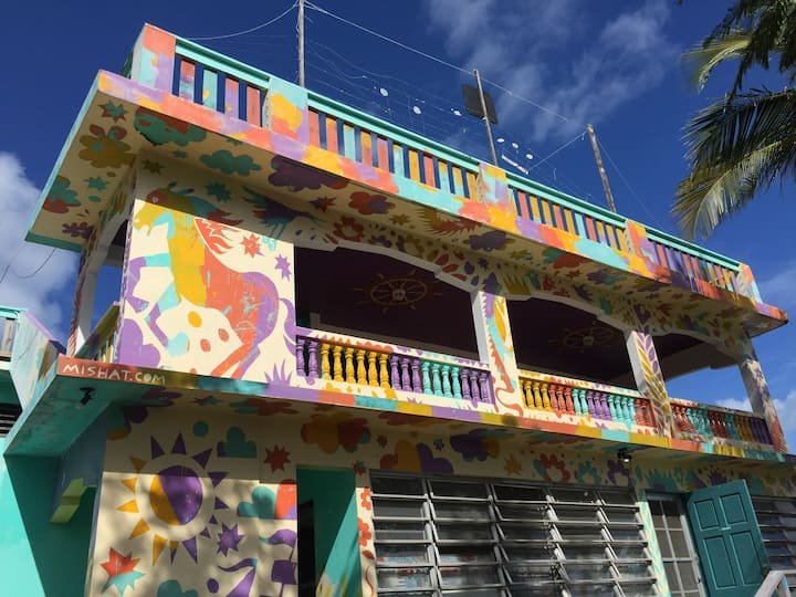 -- PARTY Rooftop HOUSE for 10-22 w/ 6  ROOMS --