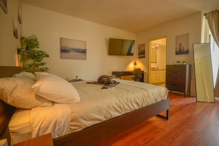 E.C2- Very Spacious Private Room+Bath w/ Patio
