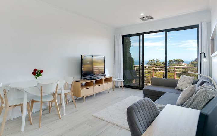 Say Sea La Vie: Newly Renovated Luxury Apartment