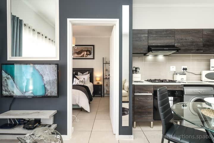 Beautifully Furnished Luxury Apartment, Fast Fiber