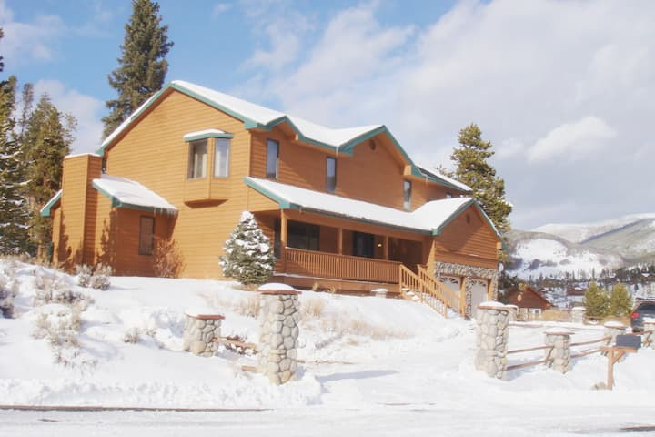 Gorgeous Alpine Home! Hot Tub & close to 5 ski mts