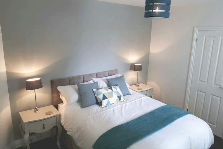 Ensuite bedroom with King bed
