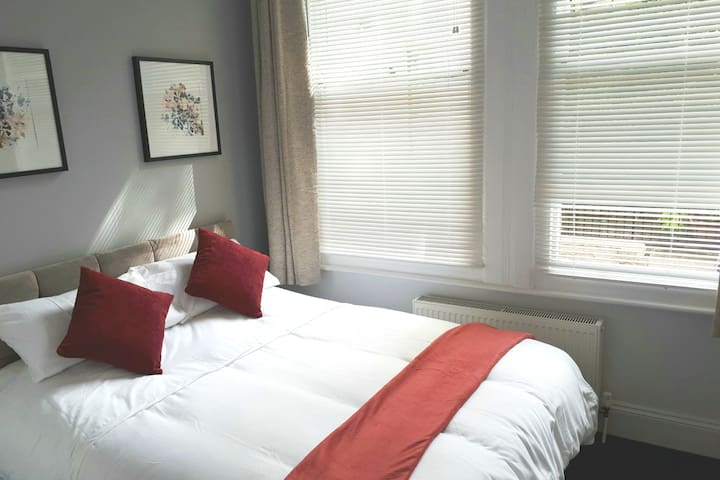 2nd Bedroom with king bed.