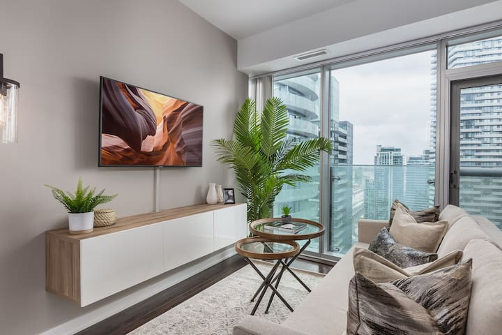 Ent. District / Waterfront - 1 BDRM + 1 BA+Sofabed