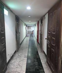 這是通往房間的走廊