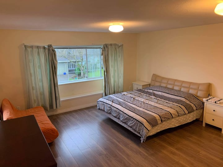 H100 SPACIOUS SUITE with PRIVATE ENTRANCE!!