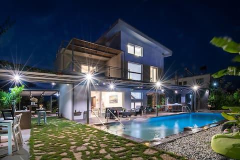 Luxury Enervillas Anna Pool Bbq Patra near sea