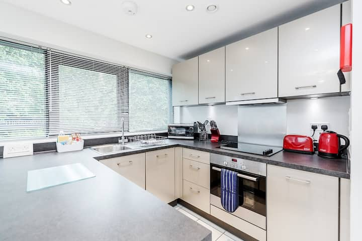 Beautiful one bedroom apartment in Bracknell