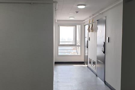 16층 엘리베이터 문이 열리면 보이는 모습