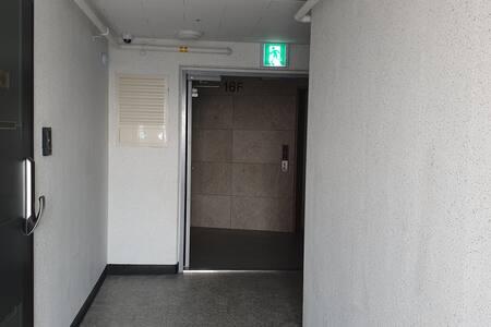 방에서 엘리베이터 타는방향