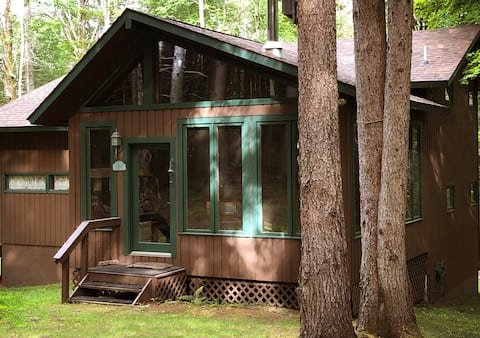 Cabin on 3 Acres. Beach, Hiking Trails