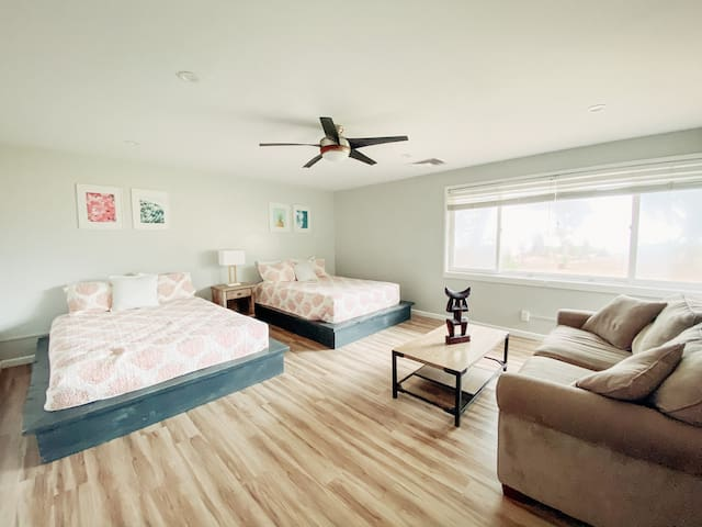 Guest Bedroom w/2 Queen Beds is bright and airy.