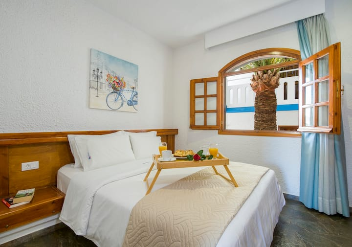 Apartment with separate bedroom  with shared pool