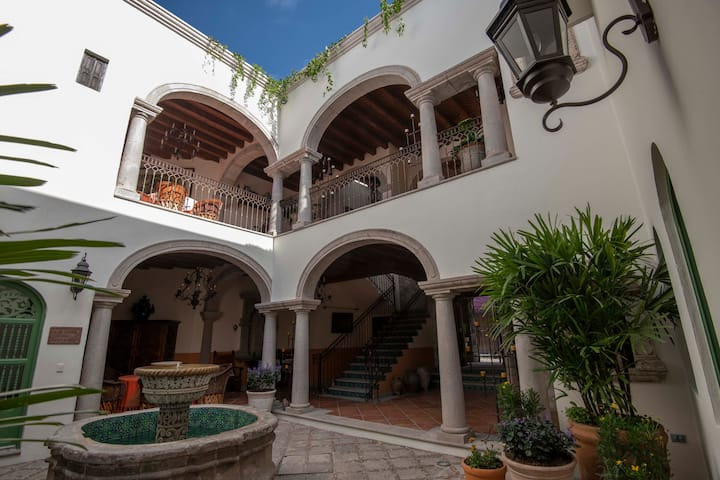 Elegant Colonial Style Villa by Parque Juarez