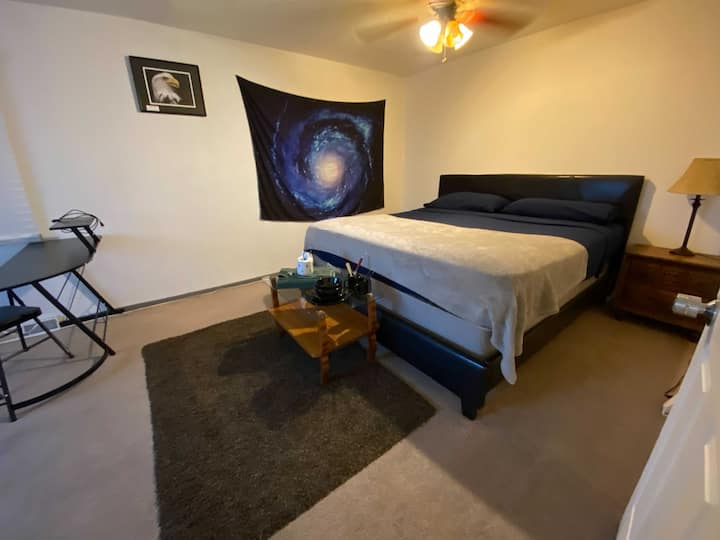 Mighty Big, Cozy Room Close To Downtown! N