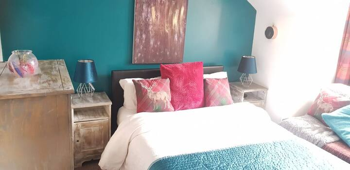 Cosy Caroline's, (double bedroom)
